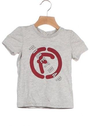 Детска тениска Firetrap, Размер 18-24m/ 86-98 см, Цвят Сив, 78% памук, 22% полиестер, Цена 5,32лв.