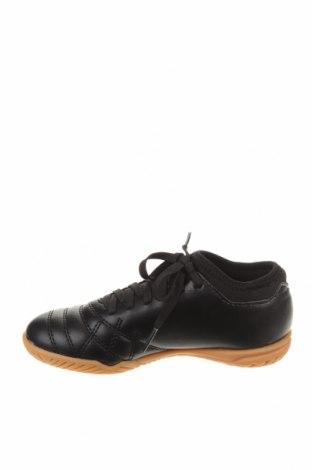 Детски обувки Umbro, Размер 31, Цвят Черен, Еко кожа, Цена 31,15лв.