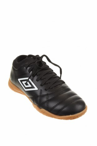 Детски обувки Umbro, Размер 33, Цвят Черен, Еко кожа, Цена 31,15лв.