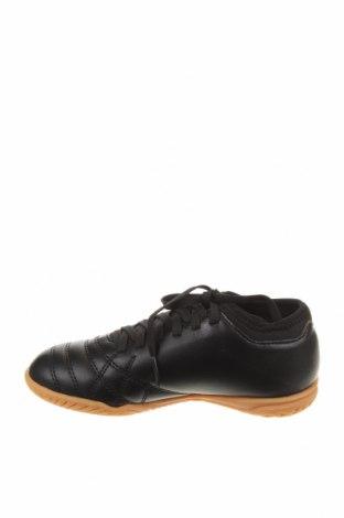 Детски обувки Umbro, Размер 32, Цвят Черен, Еко кожа, Цена 31,15лв.