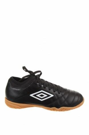Детски обувки Umbro, Размер 34, Цвят Черен, Еко кожа, Цена 29,37лв.