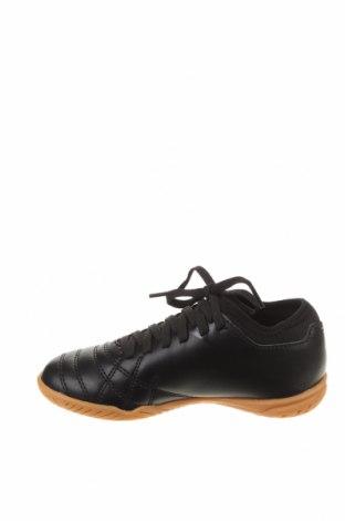 Детски обувки Umbro, Размер 30, Цвят Черен, Еко кожа, Цена 35,60лв.