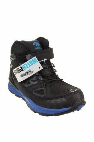 Детски обувки Umbro, Размер 33, Цвят Черен, Текстил, еко кожа, Цена 32,39лв.