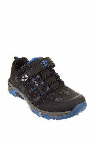 Детски обувки Umbro, Размер 34, Цвят Черен, Текстил, еко кожа, Цена 35,55лв.