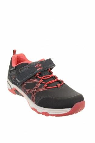 Детски обувки Umbro, Размер 34, Цвят Сив, Текстил, еко кожа, Цена 33,97лв.