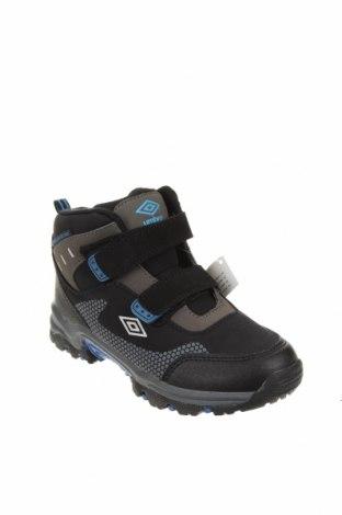 Детски обувки Umbro, Размер 33, Цвят Черен, Текстил, Цена 66,75лв.