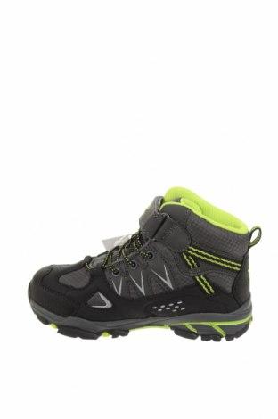 Детски обувки Umbro, Размер 30, Цвят Черен, Текстил, полиуретан, Цена 38,27лв.