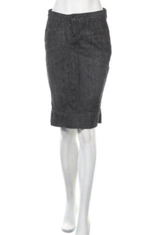 Пола Levi's, Размер S, Цвят Сив, 98% памук, 2% еластан, Цена 11,03лв.