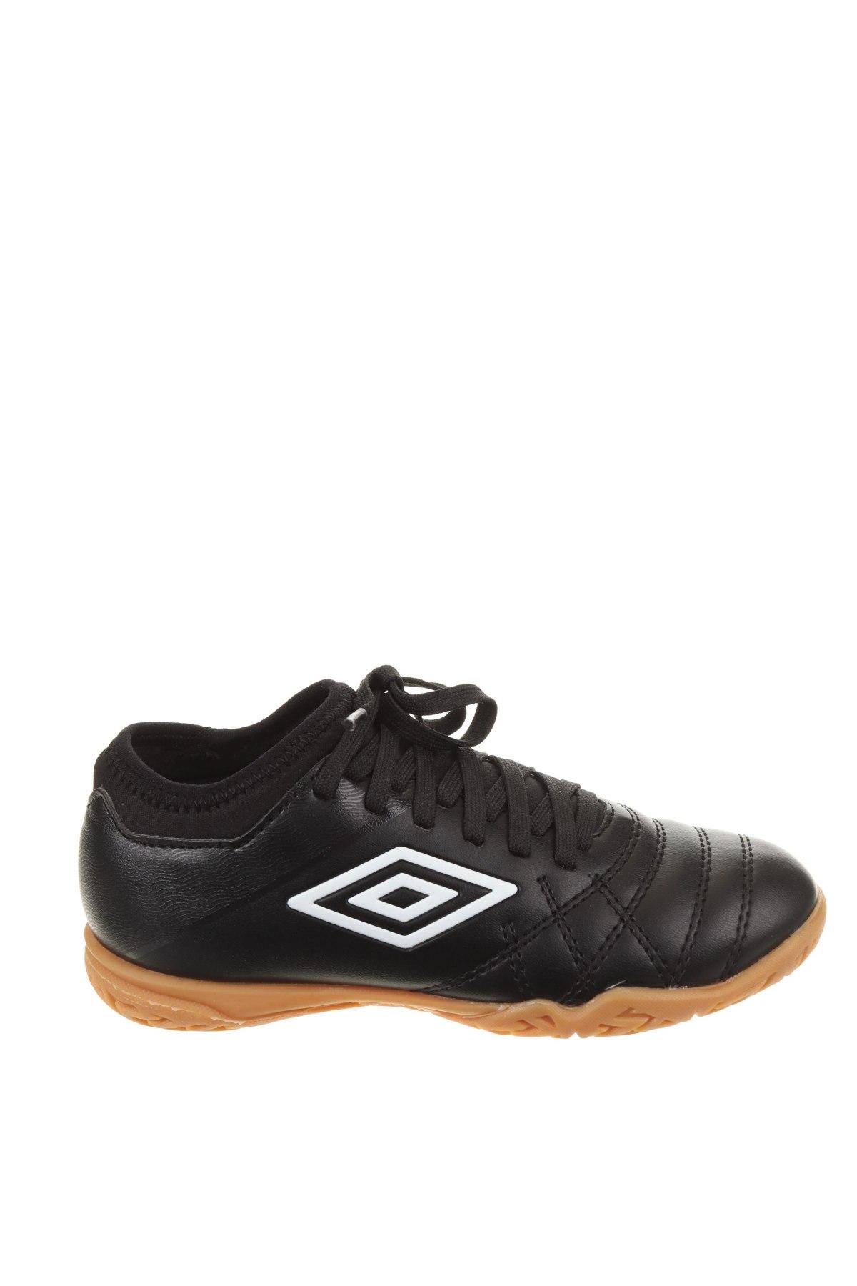Детски обувки Umbro, Размер 31, Цвят Черен, Еко кожа, Цена 35,60лв.
