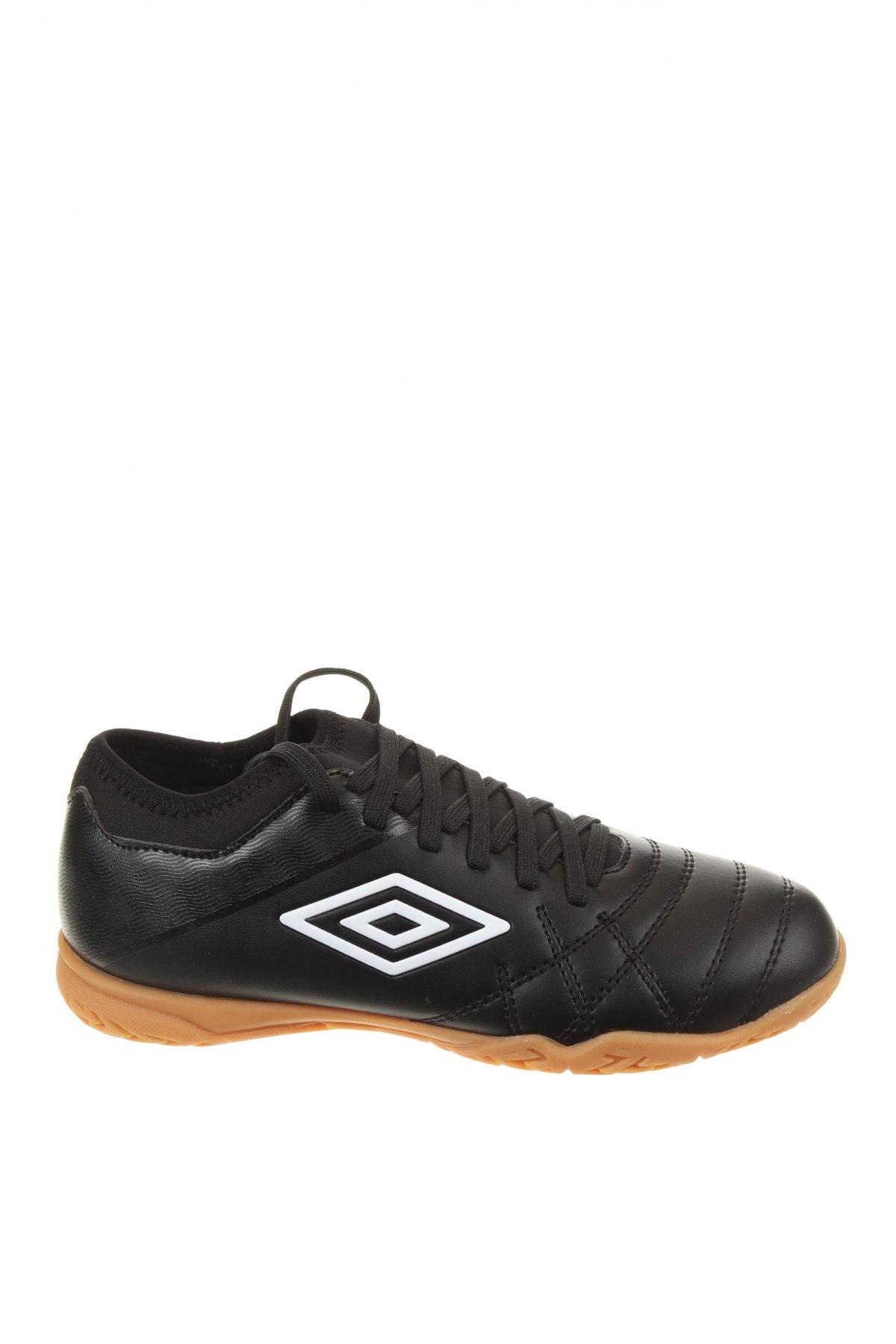 Детски обувки Umbro, Размер 36, Цвят Черен, Еко кожа, Цена 35,60лв.