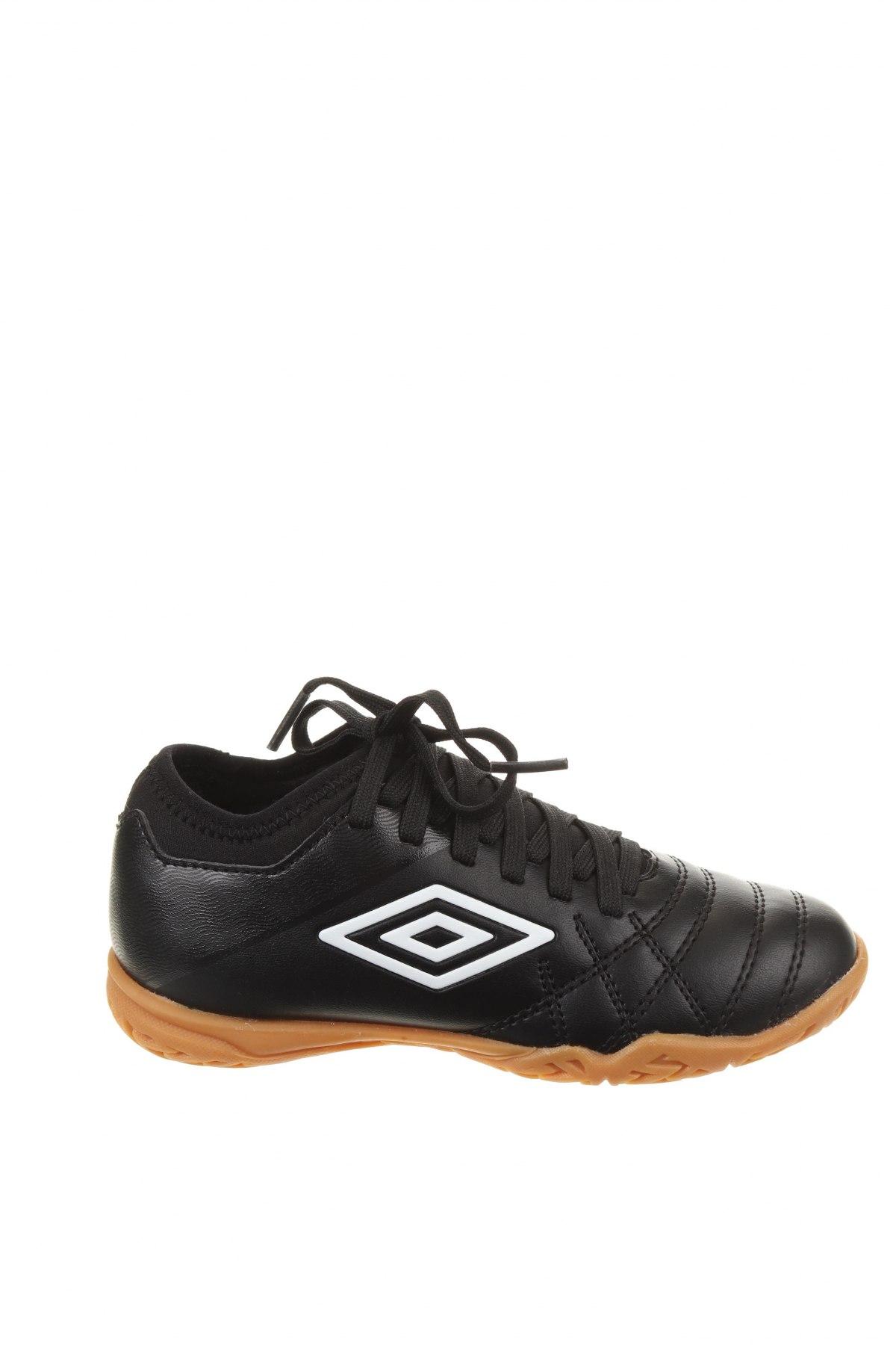 Детски обувки Umbro, Размер 30, Цвят Черен, Еко кожа, Цена 31,15лв.