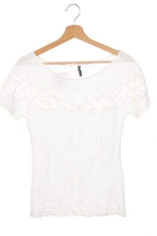 Γυναικεία μπλούζα Naf Naf, Μέγεθος XS, Χρώμα Λευκό, Τιμή 11,04€