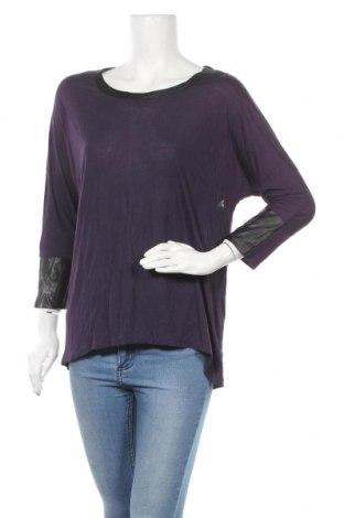 Γυναικεία μπλούζα New York & Company, Μέγεθος M, Χρώμα Βιολετί, Βισκόζη, δερματίνη, Τιμή 9,87€