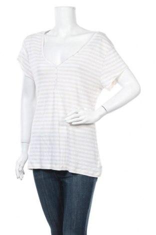 Дамска тениска Old Navy, Размер XL, Цвят Бял, 60% памук, 40% полиестер, Цена 25,20лв.