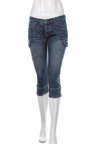 Дамски дънки Famous, Размер M, Цвят Син, 98% памук, 2% еластан, Цена 6,04лв.
