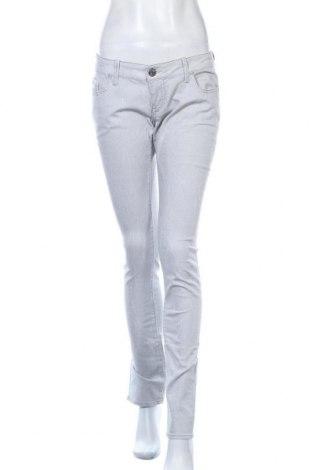 Дамски дънки Guess, Размер M, Цвят Сив, 98% памук, 2% еластан, Цена 37,80лв.