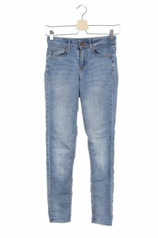 Дамски дънки H&M Divided, Размер XS, Цвят Син, 82% памук, 16% полиестер, 2% еластан, Цена 19,50лв.