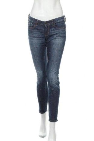 Дамски дънки Hollister, Размер M, Цвят Син, 99% памук, 1% еластан, Цена 8,82лв.