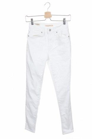Дамски дънки Levi's, Размер S, Цвят Бял, 97% памук, 3% еластан, Цена 74,50лв.