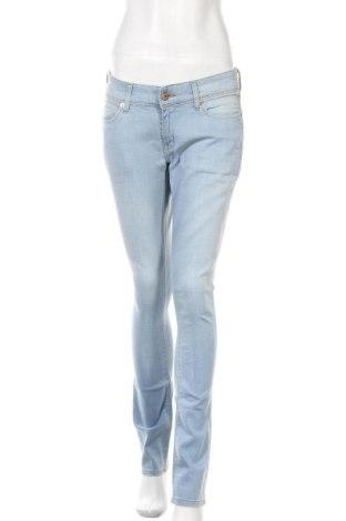Дамски дънки Levi's, Размер M, Цвят Син, 98% памук, 2% еластан, Цена 109,20лв.