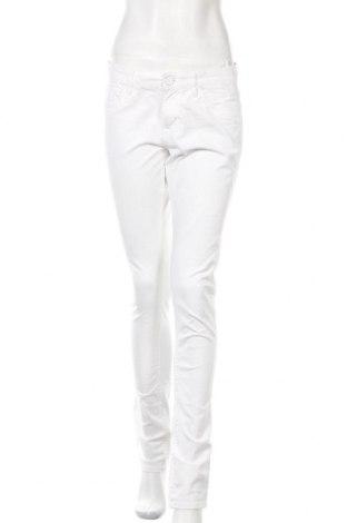 Дамски дънки S.Oliver, Размер S, Цвят Бял, 98% памук, 2% еластан, Цена 18,20лв.