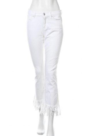 Дамски дънки Zara, Размер S, Цвят Бял, Цена 22,68лв.