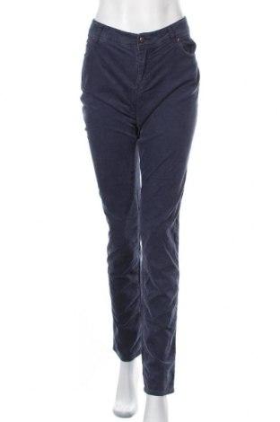 Дамски панталон Armani Jeans, Размер XL, Цвят Син, 98% памук, 2% еластан, Цена 67,20лв.