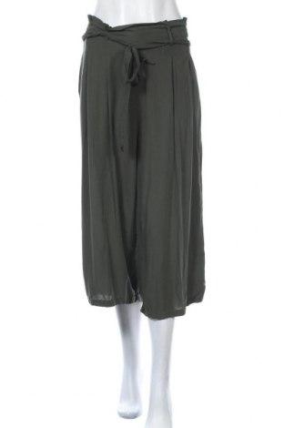 Дамски панталон Chicoree, Размер M, Цвят Зелен, Вискоза, Цена 27,30лв.
