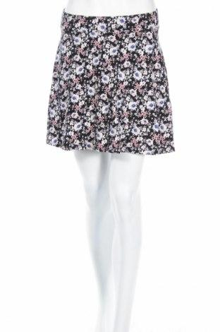 Пола Charlotte Russe, Размер M, Цвят Многоцветен, 95% памук, 5% еластан, Цена 4,00лв.