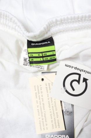 Мъжки къс панталон Diadora, Размер L, Цвят Бял, Полиестер, Цена 11,40лв.