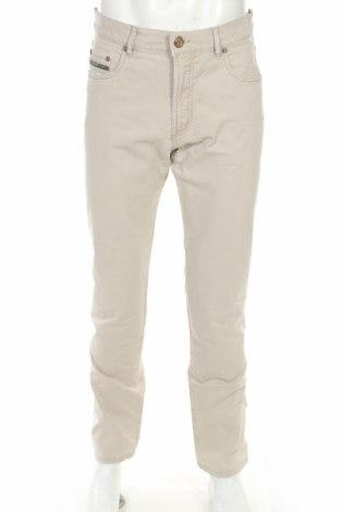 Мъжки панталон Bugatti, Размер L, Цвят Бежов, 97% памук, 3% еластан, Цена 13,00лв.