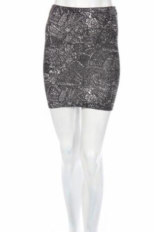 Пола Pull&Bear, Размер S, Цвят Черен, Цена 4,59лв.