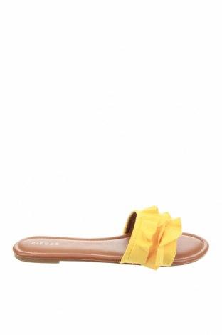 Γυναικείες παντόφλες Pieces, Μέγεθος 39, Χρώμα Κίτρινο, Κλωστοϋφαντουργικά προϊόντα, Τιμή 18,95€