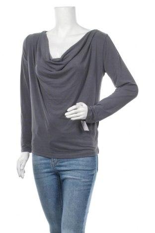 Дамска блуза Soaked In Luxury, Размер M, Цвят Сив, 70% модал, 30% полиестер, Цена 8,40лв.