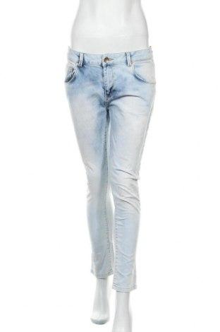 Дамски дънки Bershka, Размер M, Цвят Син, 98% памук, 2% еластан, Цена 24,00лв.