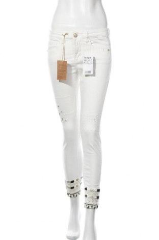 Дамски дънки Desigual, Размер M, Цвят Бял, 98% памук, 2% еластан, Цена 89,40лв.