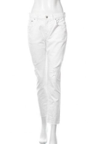 Дамски дънки Gap, Размер M, Цвят Бял, 80% памук, 20% вискоза, 2% еластан, Цена 66,75лв.