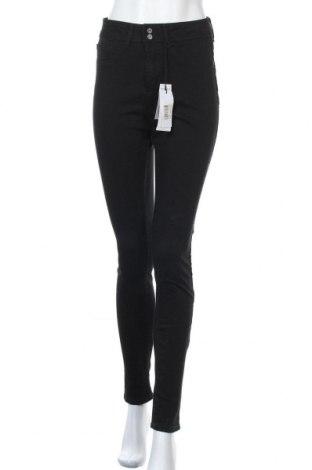 Дамски дънки Guess, Размер M, Цвят Черен, 90% памук, 8% полиестер, 2% еластан, Цена 101,32лв.