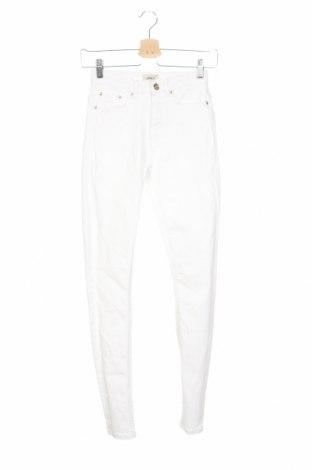 Дамски дънки ONLY, Размер XS, Цвят Бял, 98% памук, 2% еластан, Цена 43,52лв.