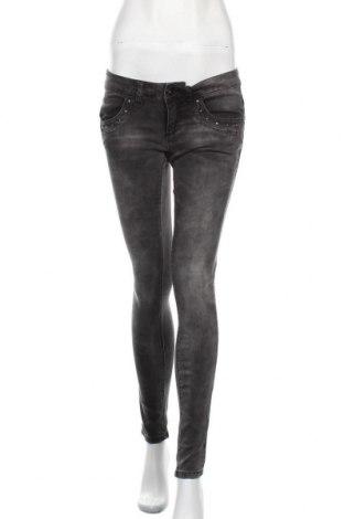 Дамски дънки ONLY, Размер M, Цвят Сив, 98% памук, 2% еластан, Цена 59,25лв.