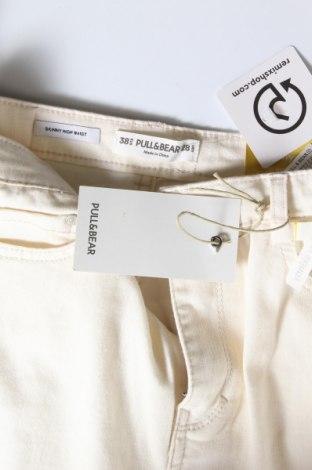 Дамски дънки Pull&Bear, Размер M, Цвят Бежов, 42% памук, 31% полиестер, 25% вискоза, 2% еластан, Цена 33,32лв.