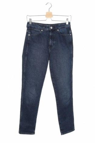 Дамски дънки Wrangler, Размер XS, Цвят Син, 99% памук, 1% еластан, Цена 83,40лв.