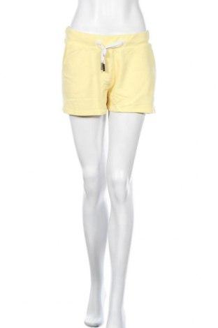 Γυναικείο κοντό παντελόνι Elbsand, Μέγεθος S, Χρώμα Κίτρινο, 67% βαμβάκι, 33% πολυεστέρας, Τιμή 24,19€