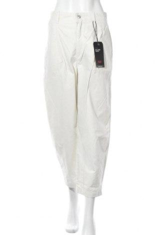 Дамски панталон Levi's, Размер M, Цвят Екрю, Памук, Цена 108,12лв.