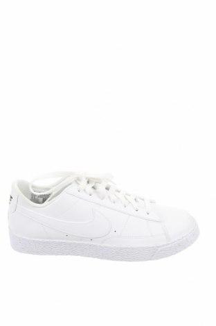 Детски обувки Nike, Размер 38, Цвят Бял, Естествена кожа, еко кожа, Цена 89,25лв.