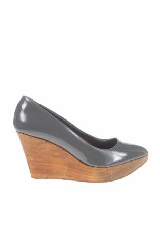 Дамски обувки Basics