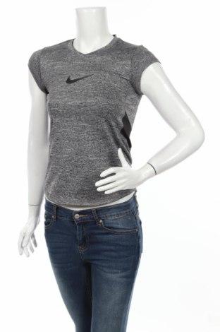 Дамска тениска Nike, Размер S, Цвят Сив, Цена 24,40лв.