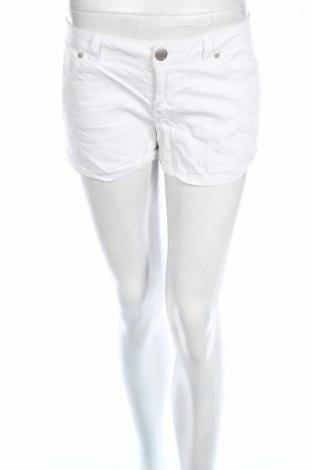 Дамски къс панталон Fb Sister, Размер M, Цвят Бял, 98% памук, 2% еластан, Цена 14,96лв.