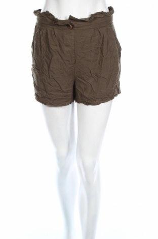Дамски къс панталон Pimkie, Размер S, Цвят Зелен, Вискоза, Цена 12,26лв.