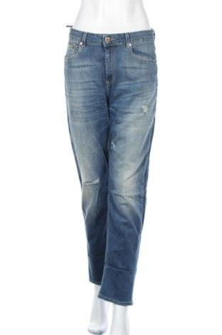 Дамски дънки, Размер M, Цвят Син, 92% памук, 6% други тъкани, 2% еластан, Цена 44,10лв.